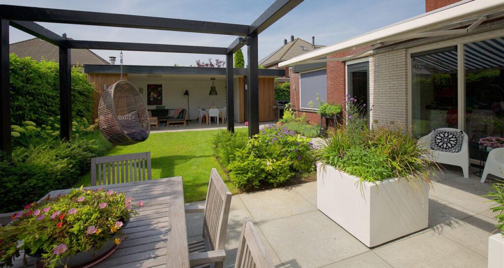Ny terrasse med beplantning K. Nyholm